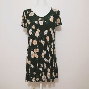 🌻Floral Faded BlackT-shirt Style Shift Dress